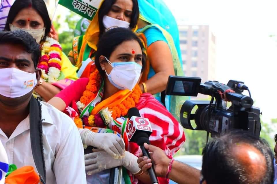 चुनाव प्रचार के अंतिम दिन डॉ अर्चना शर्मा ने मालवीय नगर विधानसभा क्षेत्र के जयपुर ग्रेटर नगर निगम पार्षद प्रत्याशियों के समर्थन में रैलियां निकाली तथा सभाएं संबोधित की
